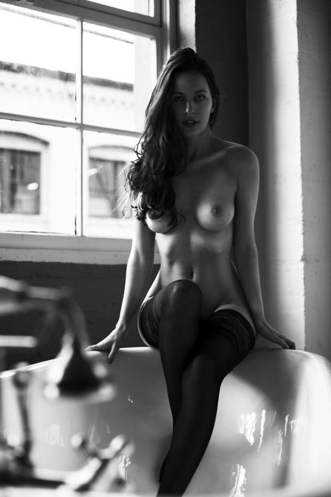 piękna kobieta z jędryny piersiami