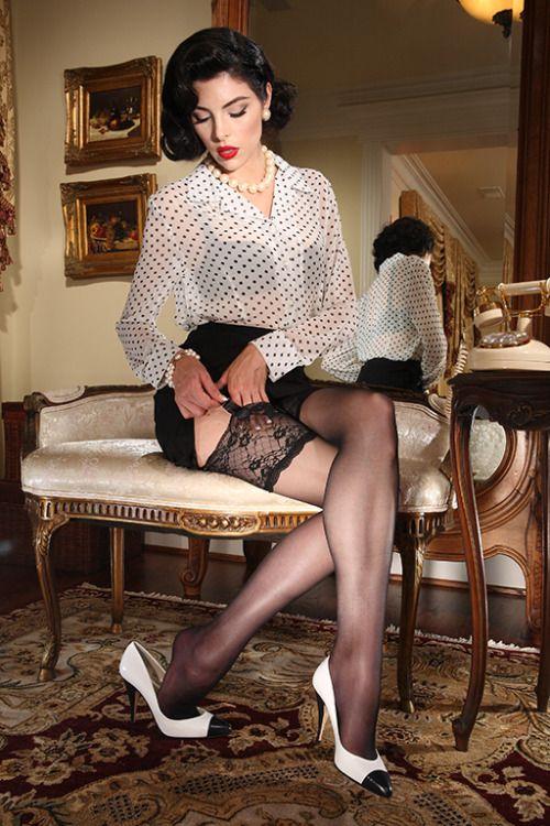 Piękna, stylowa kobieta w ponczochach