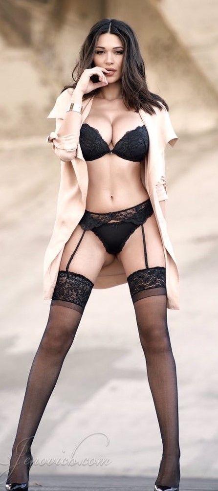Seksowna kobieta w pończochach